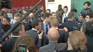 Moirans: Manuel Valls chahuté par un petit groupe d'individus hostiles
