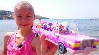 Маленький зоомагазин видео с игрушками. Едем на море. Игрушки для девочек.(Наступило лето! Можно плавать, загорать, играть на свежем воздухе и путешествовать. Герои мультфильма