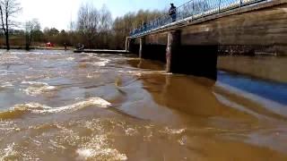 Плотина в Сосновой роще Йошкар-Ола. Паводок.
