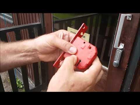 BROKEN DOOR LOCK AND ONE WAY TO TRY A OPEN IT