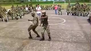 soldados bailando choke