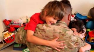 Soldier Surprises His 3 Children Just in Time for Christmas 2011