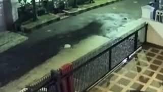 Wasada dengan pencurian payudara seperti di vidio ini,,,  kerekam Oleg CCTV