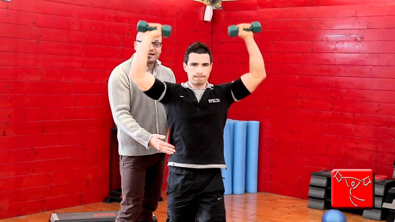Come potenziare spalle e deltoide esercizi da fare in - Palestra a casa esercizi ...