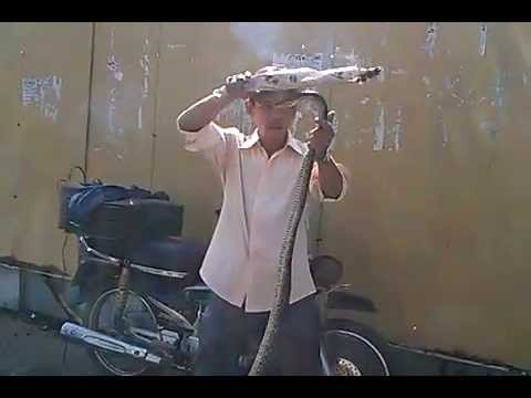 Ảo thuật đường phố - Chặt đầu, câu cá trên nền bê tông