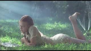 Момент из фильма Лолита (Lolita 1997) Гумберт впервые видит Лолиту