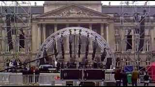 Stromae- Peace or violence. Instrumental Live Bruselas