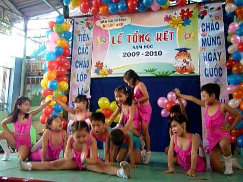 Múa nhịp điệu của đội múa năng khiếu trường MNTT Hòang Anh