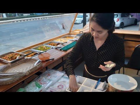 ร้านข้าวแกงผูกปิ่นโต  มีหลายเมนู ให้เลือก มีร้านให้นั่ง