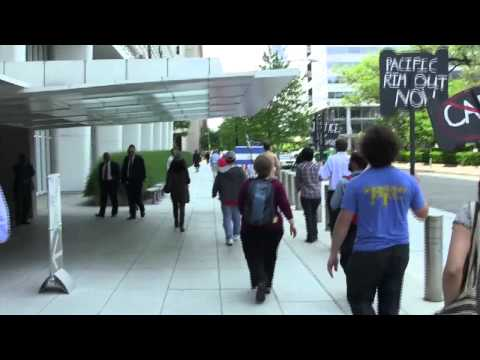 CISPES rallies in front of World Bank during Pacific Rim/CAFTA hearing - May 2