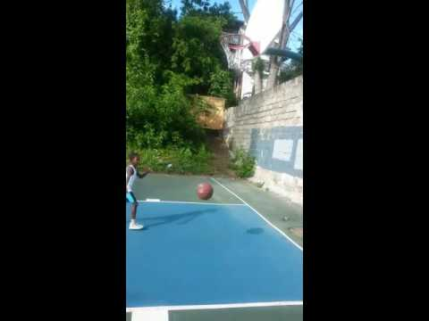 1st grade Basketball star Leon Younge Jr