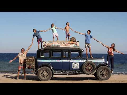 Los Zapp, la vuelta al mundo de 17 años de una familia viajera en un coche de 1928