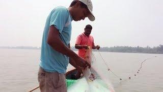 fishing in backwater with net...(जाळीने मासे पकडण्याची पद्धत)