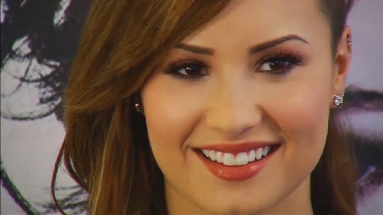Exclusive: Demi Lovato on Bullying, Red Lips and SimonCowell