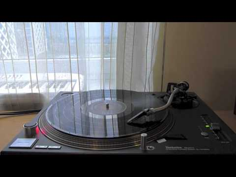My Technics SL-1210MK5 plays Deck The Halls by Mirror Image