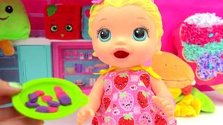 Babysitting Baby Alive Super Snacks Snackin' Lily Feed Playdoh Food  - Cookie swirl c Video thumbnail