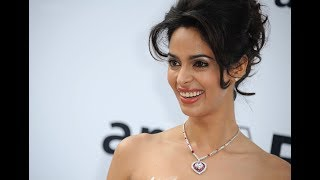 Mallika Sherawat and Himanshu Malik Kissing Scene - Khwahish - Night Kissing Scene