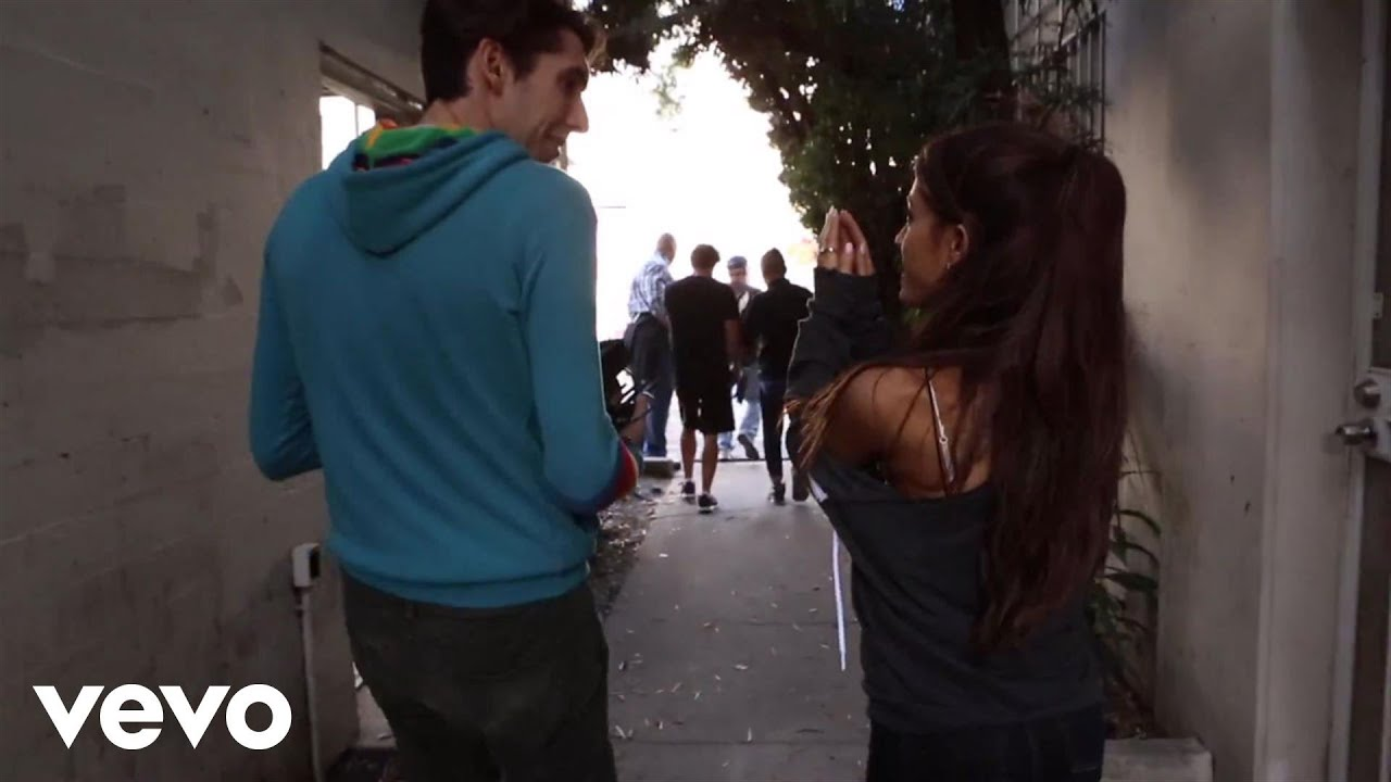 Download Ariana Grande - One Last Time (Behind The Scenes)