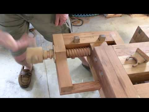 Woodworking vise, Tail vise, End vise