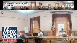 Colorado mayor bans Pledge of Allegiance at meeting, attendees recite it anyway