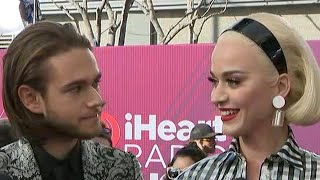 2019 iHeartRadio Music Awards: Katy Perry and Zedd Red Carpet Interview (Exclusive) thumbnail