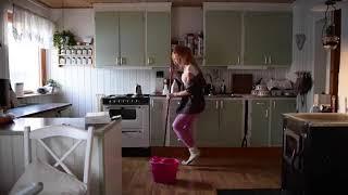 Cleaning the house á la Jonna