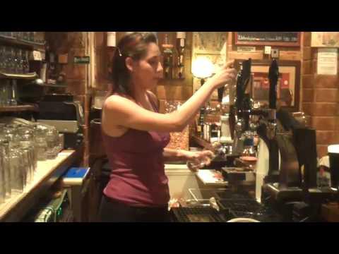 María Parra, la mejor tiradora de cerveza de Madrid