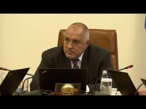 """Разговарях с енергийни експерти от Държавния департамент и от Държавния департамент по енергетика на САЩ, които са у нас в изпълнение на договореностите, постигнати в рамките на срещата ми с президента Доналд Тръмп. Сътрудничеството ни с американците ще допринесе за укрепване на енергийната сигурност на България и за диверсификация на енергийните източници и маршрути, включително посредством внос на втечнен природен газ. Обсъдихме, че идват трудни моменти за въглищните централи, особено сега, когато ЕК приема плана за """"Зелена Европа"""". Така че """"Белене"""" и """"Козлодуй"""" стават две изключително важни площадки не само за диверсификацията, но и за енергийния ни баланс занапред."""