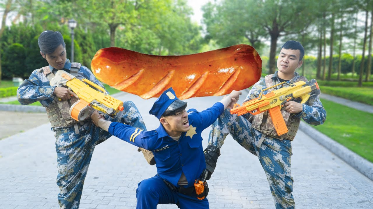 Battle Nerf War POLICE COMPETITION Nerf Guns Two Idiots GRILLED SAUSAGE BATTLE NERF DARTS