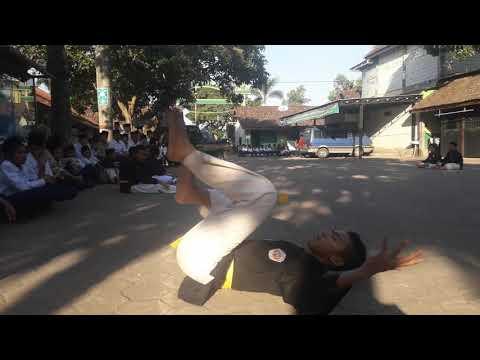 Atraksi Pencak Silat Bhakti Persada Di Ponpes Almas'udy
