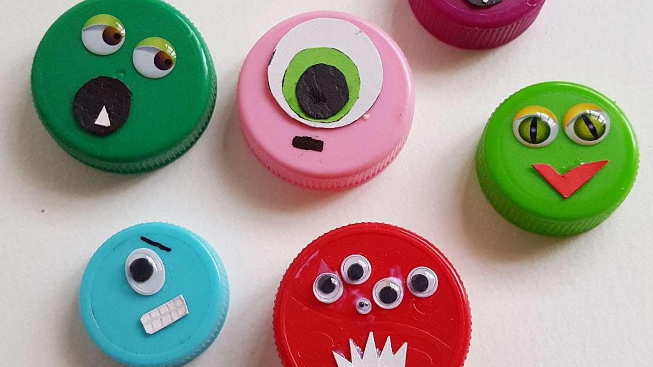How to make bottle cap monster faces diy crafts tutorial for Crafts to do with bottle caps