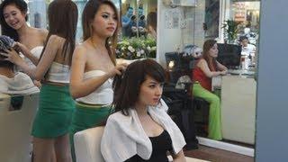 شاهد: صالون حلاقة في فيتنام يقدم خدمات فريدة