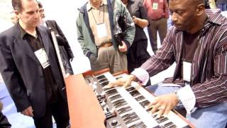 STAR TREK THEME at HAMMOND ORGAN BOOTH by Glen D Stewart NAMM 2012 DSCN0424.MOV