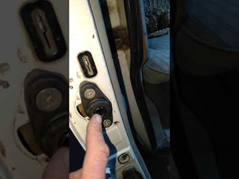 Фиксатор на выдвижную дверь на т4 от Газели, и уплатнительная резинка