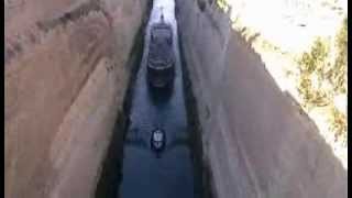 Коринфский канал(Огромный корабль проплывает в нескольких метрах с обоих бортов от утесов!!! http://www.logists.by., 2013-10-28T06:58:27.000Z)