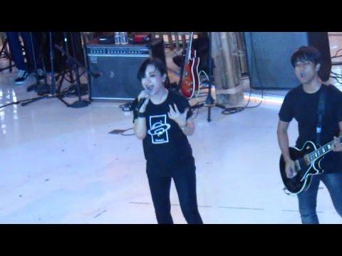 Killing Me Inside Ft AIU - Fake (Live at Summarecon Bekasi 2017)