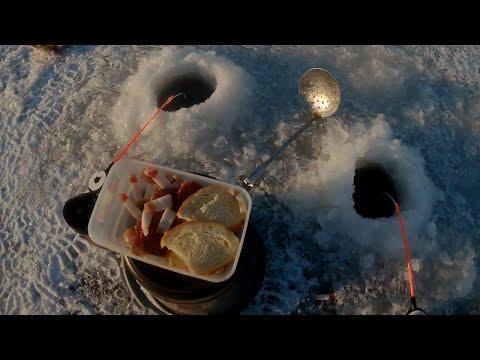 Первый лед 2019-2020 | Мормышка с мотылем | Зимняя рыбалка на водохранилище