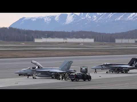 F15EX航母战斗群和1.5万大军参演 美练打未来战争(视频)
