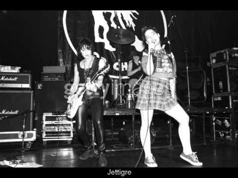 Joan Jett & Kathleen Hanna -  '' GO HOME '' ( LIVE ) 1997