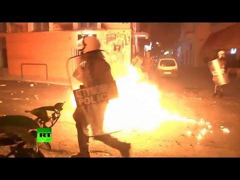 Video: Manifestantes atacan
