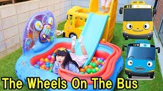 巨大ちびっこバス タヨ バスの歌 とカラーボールで滑り台遊び Tayo the Little Bus