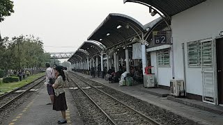 นั่งรถไฟเข้าหัวลำโพง  feelthai thumbnail