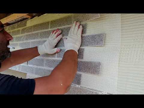 Монтаж фасадной системы АМК. Недорогая отделка дома из газобетона под кирпич.