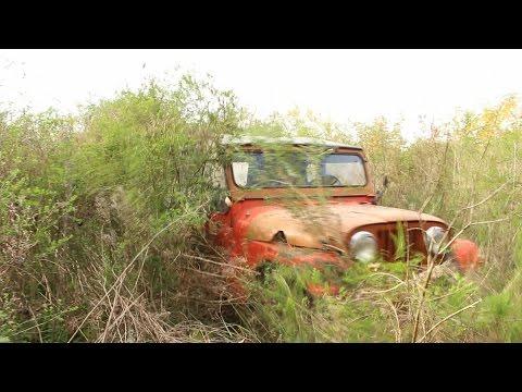 El puente viejo - Rat Rod, abandoned jeep.