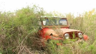 El puente viejo - Rat Rod, abandoned jeep.
