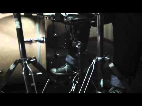 latihan pada kaki dalam bermain drum
