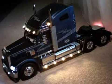 Camion rc am ricain youtube youtube for Camion americain interieur