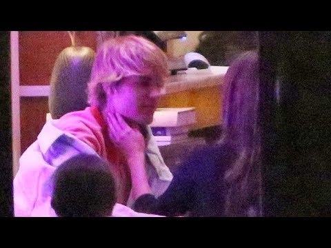 Justin Bieber Tenderly Kisses Selena Gomez's Hand During Valentine's Day Dinner Date