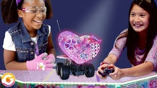 Building Valentine's Day Robots! Candy Hearts vs Box of Chocolates | GoldieBlox