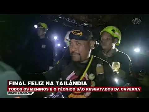 Mergulhadores resgatam meninos presos em caverna